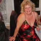 Prachtig omaatje uit Zuid-Holland haar poes vingeren