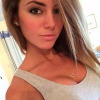 Mals jongedametje uit Noord-Holland haar kut ontbloten