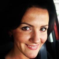 Bloedheet milfje uit Brussels haar poesje betasten