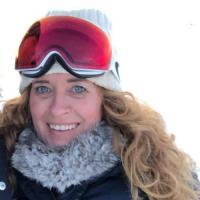 Mals vrouwtje uit Noord-Holland haar sneetje betasten