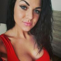 Heet jongedametje uit Brussels haar poesje penetreren