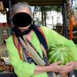 Hitsig omaatje uit Zuid-Holland haar kutje zien