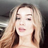Hitsig jongedametje uit Zeeland haar gleufje ontbloten