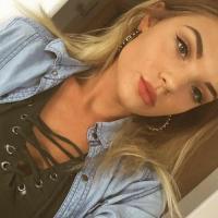 Hitsig jongedametje uit Noord-Brabant haar sneetje likken