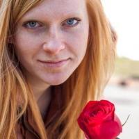 Hitsig jongedametje uit Noord-Holland haar poes naaien
