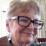 Bloedheet omaatje uit Zuid-Holland haar poes betasten