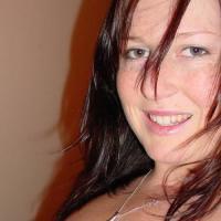 Hitsig jongedametje uit Friesland haar kutje ontbloten