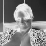 Hitsig vrouwtje uit Groningen haar poes beffen