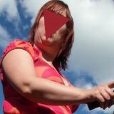 Hitsig dametje uit Noord-Holland haar schede betasten